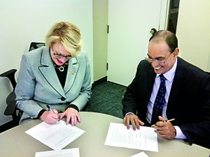 Sheri Noren Everts --�Vice President for Academic Affairs and Provost-�- Illinois State University signs the Mou With Professor Lalith Gamage, CEO SLI