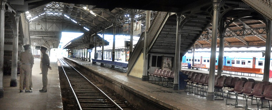 No trains on Saturdays  if demands not met , say rail workers
