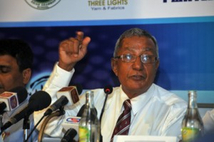 Nelson Mendis Senior Coach and Chairman of the CCC School of Cricket briefs the media at the press conference.