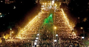 Thousands of Egyptian opposition protesters demonstrate outside the presidential palace in Cairo (AFP)