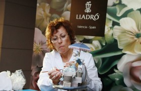 Lladro's renowned exquisite flower design comes to Sri Lanka