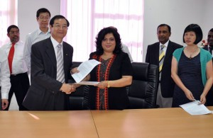 President GCAC   Prof. Wu  Wanmin and Mrs. Sherryn Yaseen CEO immediately after signing of MOU for Airport Operations Management Program. Looking on Mr. Suresh Yaseen Director Operations ACHE, Mr Xu Dean of Business Management, Dr. Sylvia Li Director International Affairs GCAC and Mr. Rohana Nanayakkara Program Manager.