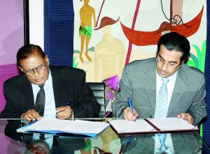 Seen here HRC Chairman Priyantha Perera and Qatar Human Rights chief Dr. Ali Bin Samikh Al-Marri  signing the agreement.