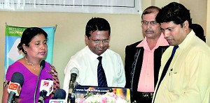 Sajith De Silva, Chief Executive Officer and Kapila Withanage, Director of eBEYONDS (Pvt) Ltd are seen here launching the website of www.chesssuneetha.com Suneetha Wijesuriya, Chess Olympiad Gold Medalist and Bandula Withanage, Web Master of lankachess.com also are in the picture.