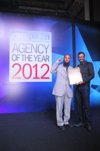Seen here are Subhash Pinnapola (right) and Murtaza Tajbhoy with the award.