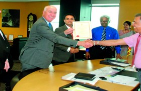 """Ednet Group signs with BOI to setup """"Victoria Higher Education Campus Colombo"""" to deliver Greenwich University programs in Sri Lanka"""