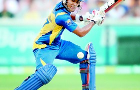 Lankan hopes fade further with Chandimal injury