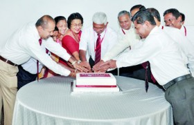 Employees celebrate Ceylinco Life's 25th birthday