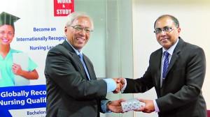 Professor Emeritus Tan Sri Anuwar Ali�President of OUM awarding a token of appreciation to Dr. Kithsiri Edirisinghe-Deputy Chairman IIHS