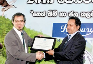Dr. Lew Young handing  over the Wilpattu Ramsar Certificate to H. D. Ratnayake