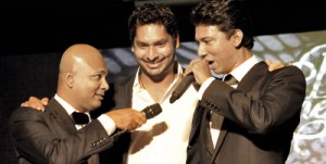 'Come on Kumar, sing': Rohan de Lanerolle (left) urges Kumar Sangakkara (centre) to join brother Ishan de Lanerolle (right) in the show's finale. Pix by Susantha Liyanawatte
