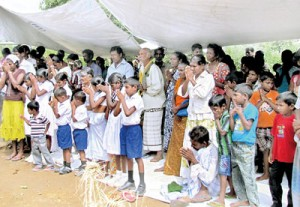 42 gypsy famillies came together to celebrate Sri Lanka's 65th year of independence
