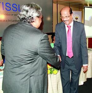 Founder President, Dr. Frank Jayasinghe handing over plaque to Mr. G. T. Bandara, Chairman-Managing Director, Royal Institute