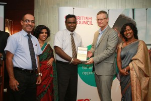 CEO/Executive Director of ICBT Campus Mr. Mohan Pathirana receiving the National Partner of the Year award from Mr.Tony Reilly,Country Director,British Council – Sri Lanka
