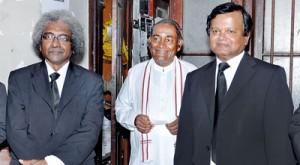 New Bar Association president Upul Jayasuriya (R) with the defeated candidates Thirantha Walaliyadda (L) and R.R.S.Thangaraja
