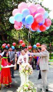 Minister of Higher Education, Hon. S. B. Dissanayake, and British Council Country Director, Tony Reilly, release 100 Education UK balloons to the sky to mark the official opening of the 20th�Annual British Council Education UK Exhibition Pics by Anusha de Silva