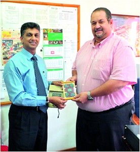 Prof. (Capt.) Nalaka Jayakody is presents a memento to Mr Mughos Adam Managing Director of - Land Marine Limited