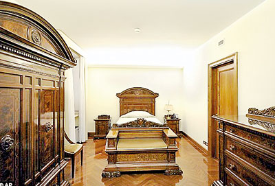 Simple The Bedroom Of Pope Francis