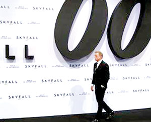 Cast member Daniel Craig arrives for the German premiere for the film 'Skyfall' in Berlin (Reuters)