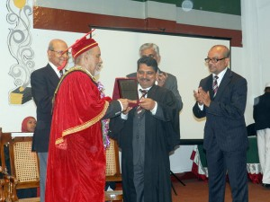 Principal preseting a memento to chief guest.
