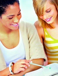 girls-studying-de-21022544