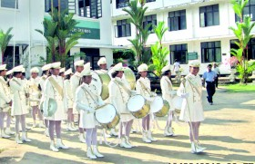 Kalutara BV's vision:  To produce wise and confident ladies to the nation