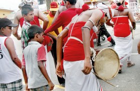 Drummers beating the heat