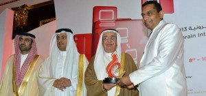 Pic shows Deputy Prime Minister of Bahrain and Chairman of the Supreme Committee of ICT, Shaikh Mohammed bin Mubarak Al Khalifa, presenting a memento to CEO of Affno, Suren Kannangara in the presence of CEO of the eGovernment Authority of Bahrain, Mohammed Ali Al Qaed.