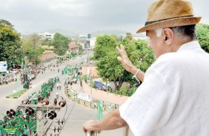Opposition Leader Ranil Wickremesinghe waves as the greens go marching by in Kurunegala  town. Pic by Gayan Amarasekara
