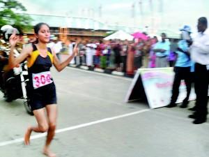 Ajantha Sanjewwani winning the 10 Km race for girls