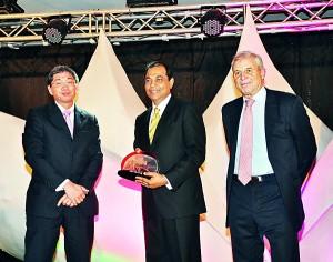 From Left: Tetsuya Kinoshita, Managing Director - ClassNK, Jagath Pathirane - CEO Expo Freight (EFL) receiving the Logistics Company of the Year Award and Chris Hayman, Chairman - Seatrade.