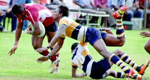 Players of St. Peter's and Science battle it hard to gain possession.        - Pic by Ranjith Perera