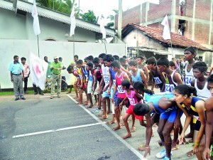 Sugath Madugalla flags off the womens and under 20 boys 10 Km races at Mirissa