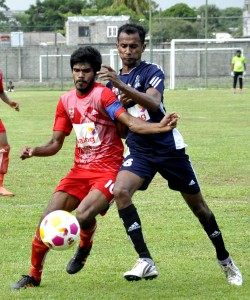 Action between Java Lane  and Super Sun in Colombo. 					          - Pic by Susantha Liyanawatte