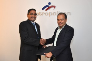 CICRA Consultancies (Pvt) Ltd Director/CEO Boshan Dayaratne and Metropolitan Computers (Pvt) Ltd Director/CEO Niranjan de Silva exchanging the MOU signed between the two companies to raise cyber security awareness amongst computer users in Sri Lanka recently in Colombo