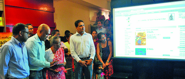 "M  D  Gunasena introduces ""Book Hub Tablet"" together with"