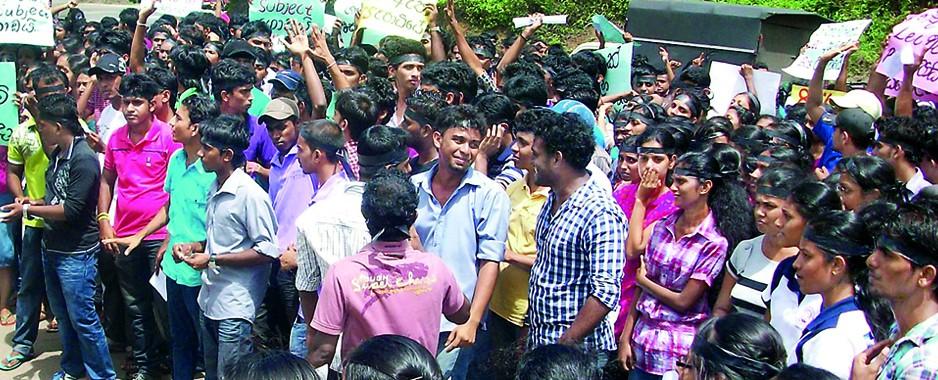Ruhunu Uni undergrads protest Science Faculty Students' Union suspension