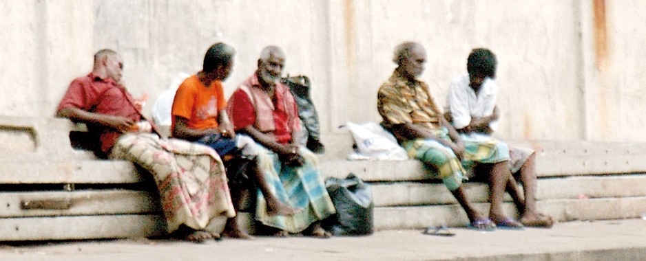 Beggars an endangered species in Colombo, suburbs for CHOGM