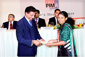 Ms. N.S. Dharmadasa from Wijeya News Papers receiving her certificate from the PIMA President Mr. S.G.G. Rajkumar.