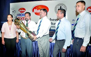 CBL Group Director Nandana Wickramage (2nd Left) hands over the OWSC Munchee 6s Trophy to OWSC President S. Renganathan (centre). - Pic by R. Perera