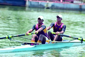 Buddima (right) rowing his team to an emphatic victory