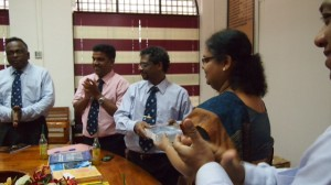 The  donated books being ceremonially handed over to the Vice Chancellor of Jaffna University, Snr. Prof. (Ms) Vasanthi Arasaratnam by  President, IESL, Eng. Tilak De Silva