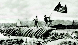 Viet Minh troops plant their flag over a captured French position.. Pic Wikipedia.com