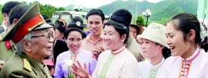 Vietnamese women greet General Vo Nguyen Giap during a visit to the historic Dien Phu military headquarters building in Muong Phang, Dien Bien province in this April 19, 2004 file photo. Reuters
