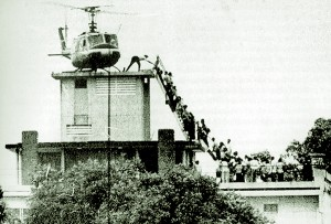 Evacuation of CIA station personnel by Air America on the rooftop of 22 Gia Long Street in Saigon, April 29, 1975. Photo: Hubert van Es / UPI