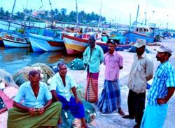 Massive cyclone hits eastern India, Lanka's coastal areas on high alert