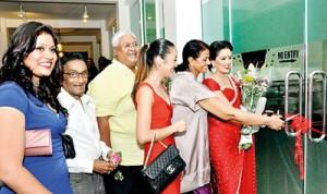 Chief guests Sangeetha Weeraratne and Padma Maharaja cutting the ribbon