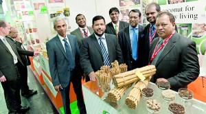 Rundgang mit H.E. Rishad Bathiudeen (Minister of Commerce, Sri Lanka)