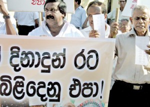 Members of the 'Casino Virodhi Jathika Ekamuthuwa' protesting against concessions to casino  conglomerates and development of casino culture
