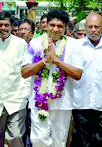 Sajith Premadasa visiting a church in Malwatte, Negombo to make a donation under his Kithunu Dahamata  Saviyak Programme